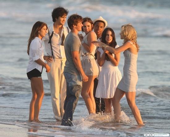90210-Season-2-cast-90210-11562879-550-443